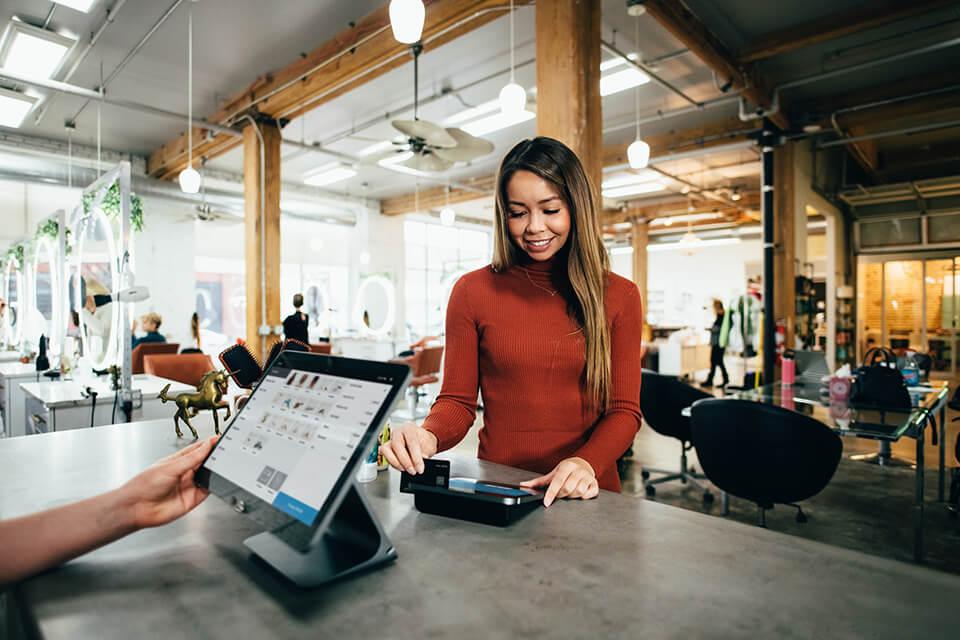 Klant met een positieve customer experience